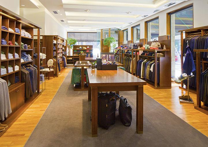 Esteban Orense La tienda estanterías, escaparates, y mesas centrales
